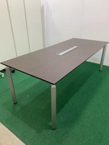 S__12402699-225x300 オフィスチェア、ミーティングテーブル入荷!